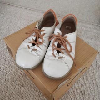 白の革靴(ローファー/革靴)