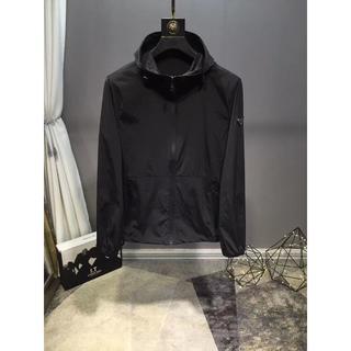 プラダ(PRADA)のprada薄いジャケット日焼け防止衣メンズMサイズ ブラック (テーラードジャケット)