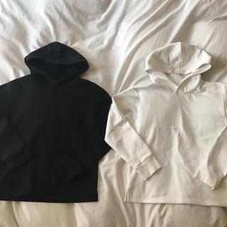 ジーユー(GU)のパーカー 黒 白 ブラック ホワイト シンプル 150cm(Tシャツ/カットソー)