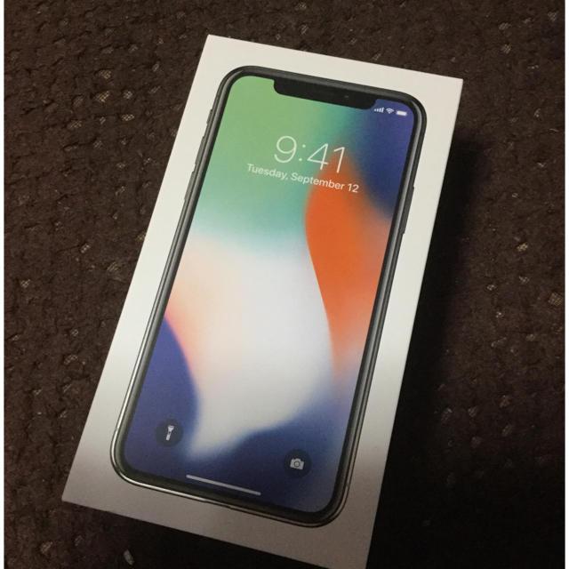Apple(アップル)のiPhone X Silver 64 GB docomo 新品未使用シムフリー スマホ/家電/カメラのスマートフォン/携帯電話(スマートフォン本体)の商品写真