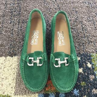 サルヴァトーレフェラガモ(Salvatore Ferragamo)のフェラガモ ローファー グリーン(93012905)(ローファー/革靴)