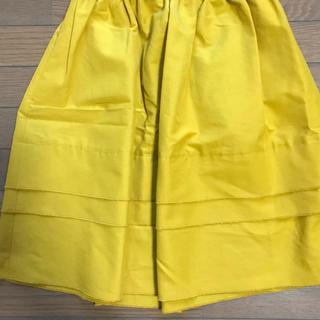 綺麗な黄色スカート