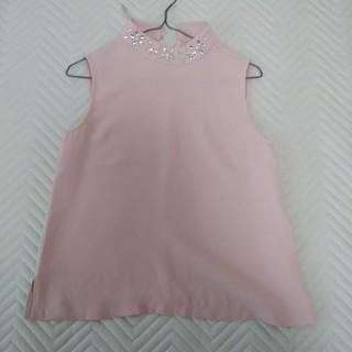 ジーユー(GU)のピンクノースリーブシャツ☆ビーズ装飾付き(シャツ/ブラウス(半袖/袖なし))