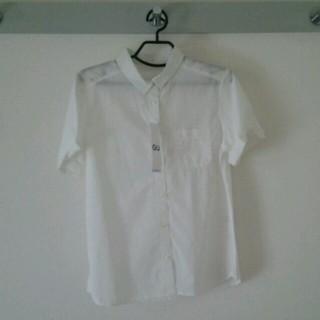 ジーユー(GU)の半袖白シャツ(シャツ/ブラウス(半袖/袖なし))