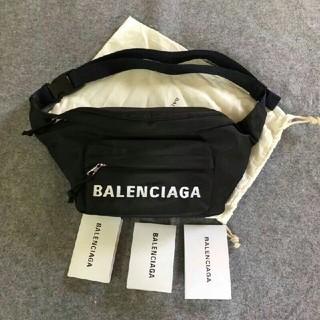 バレンシアガ(Balenciaga)のBalenciagaウエストポーチ (ウエストポーチ)