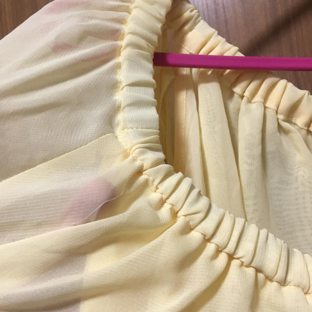 しまむら(シマムラ)のライトイエロー オフショルダー レディースのトップス(カットソー(半袖/袖なし))の商品写真