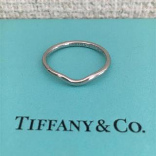 ティファニー(Tiffany & Co.)のティファニー カーブド バンドリング Pt950 2mm 3.9g(リング(指輪))
