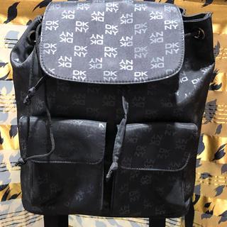 ダナキャランニューヨーク(DKNY)のほぼ未使用 DKNY ダナキャラン リュックサック 黒 PVC バッグ(リュック/バックパック)