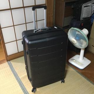 タグ付き 大型スーツケース 黒 使用一回だけ 多少の傷あり(トラベルバッグ/スーツケース)