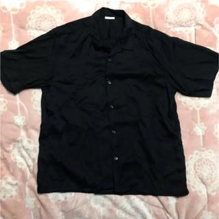 ジーユー(GU)のGU  メンズL 黒 ブラック シャツ 半袖   美品 (シャツ)