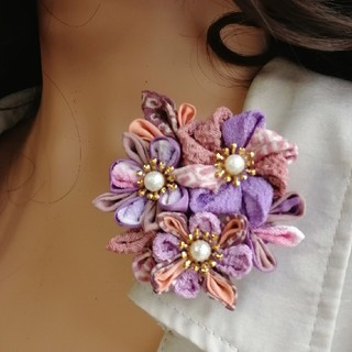 母の日に♪着物リメイク パープル&ピンクつまみ細工ブローチ 髪飾りにも(コサージュ/ブローチ)