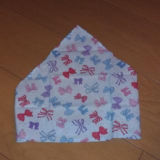 ハンドメイド 子供用三角巾 リボン柄 薄水色(ファッション雑貨)