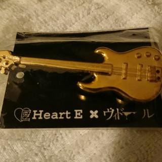 ハートイー(Heart E)のHeartEヴィドールコラボバッジ(ブローチ/コサージュ)