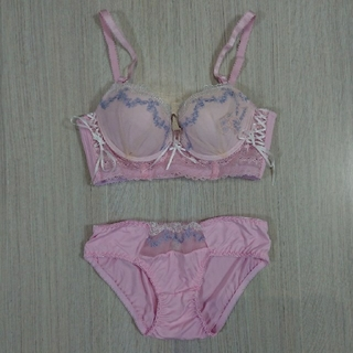 ピンクのブラ&ショーツセット(ブラ&ショーツセット)