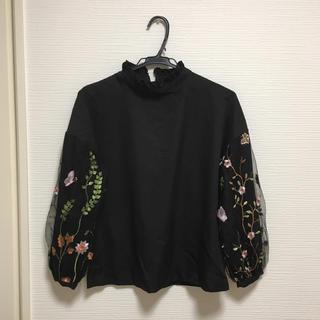 シマムラ(しまむら)の新品タグ付き♡ ハイネック 刺繍ブラウス ブラック M(シャツ/ブラウス(長袖/七分))