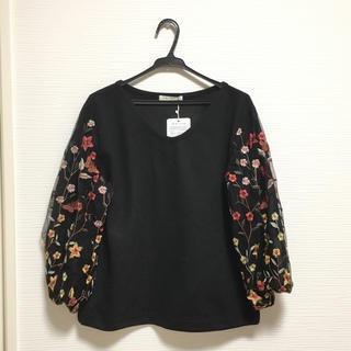 シマムラ(しまむら)の新品タグ付き♡ Vネック 刺繍トップス カットソー ブラック L(カットソー(長袖/七分))