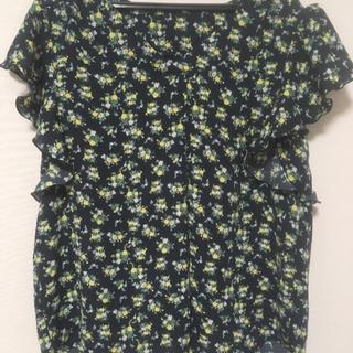 ジーユー(GU)の花柄ブラウス(ノースリーブ)(シャツ/ブラウス(半袖/袖なし))