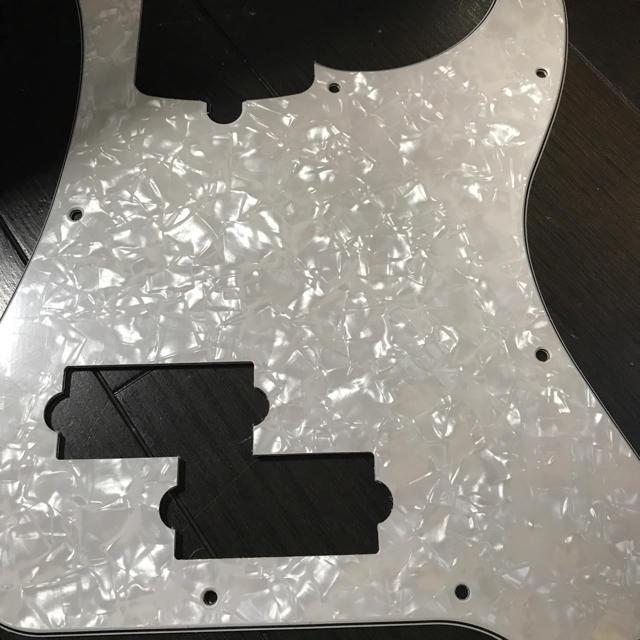 Fender(フェンダー)の【値下げ】fender 純正品 プレシジョンベース ピックガード 楽器のベース(パーツ)の商品写真