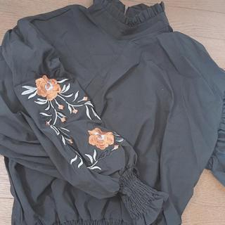 ザラ(ZARA)のZARA 花柄刺繍 袖ボリュームブラウス ブラック(シャツ/ブラウス(長袖/七分))