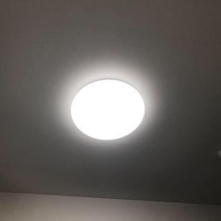 コイズミ(KOIZUMI)のLEDシーリングライト(天井照明) リモコン付き 8畳用(天井照明)