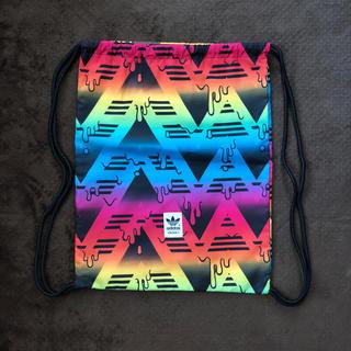 アディダス(adidas)の美品アディダスオリジナルス カラフルナップサック(バッグパック/リュック)
