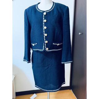 クイーンズコート(QUEENS COURT)の美品クイーンズコート紺色丸襟スーツ(スーツ)