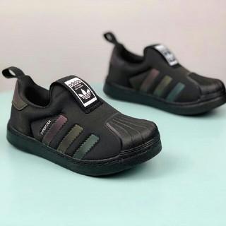 adidas 子供用の靴(スニーカー)