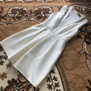 ビーシービージーマックスアズリア(BCBGMAXAZRIA)の9BCBG MAXAZRIAのキュートなホワイトワンピース!ビーシービージー(ひざ丈ワンピース)
