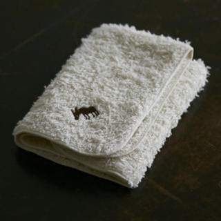 オゥパラディ(AUX PARADIS)のAUX PARADIS/ロバ刺繍入り オーガニックコットンタオルハンカチ(タオル/バス用品)