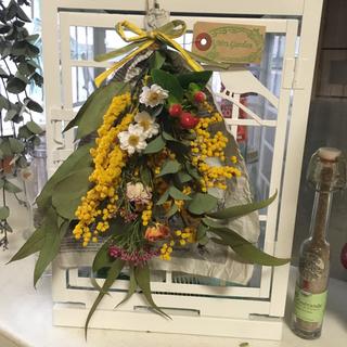 ミモザ、3種類のユーカリ、薔薇、ヒペリカムの母の日スペシャルスワッグ❣️(ドライフラワー)