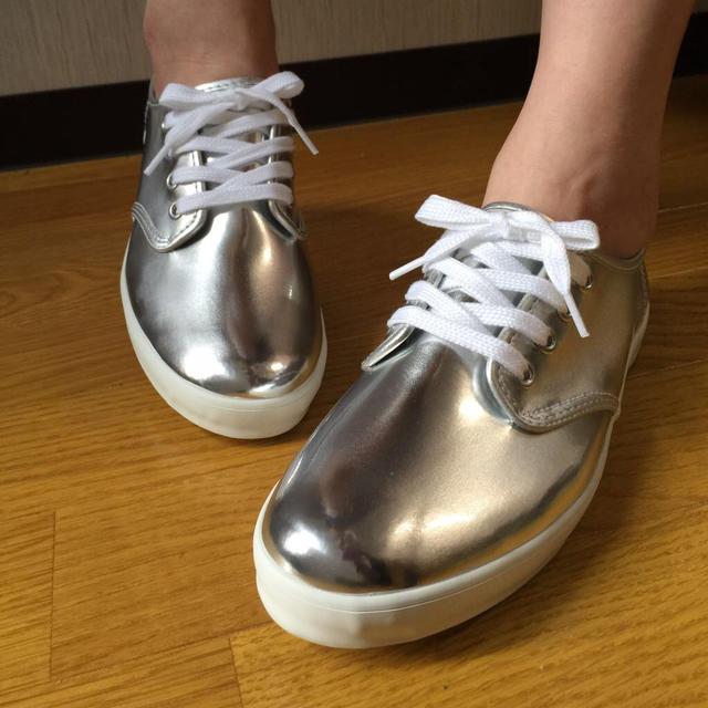 かんたすけ様☆シルバー24cm レディースの靴/シューズ(スニーカー)の商品写真