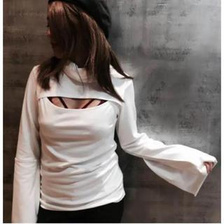 バラク(Barak)のバラク胸元開き新品デザイントップス(カットソー(半袖/袖なし))
