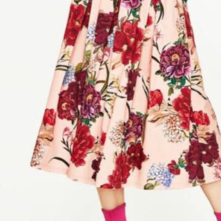 ザラ(ZARA)のザラ zara  ピンク フラワー 花柄 スカート フローラルミディスカート (ひざ丈スカート)