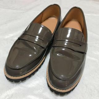 ジーユー(GU)の厚底ローファー ステッチ グレージュ (ローファー/革靴)