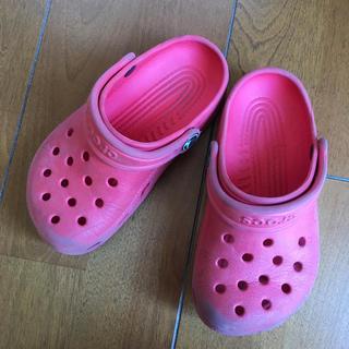 クロックス(crocs)のクロックス 赤♡サンダル10・11cm(サンダル)