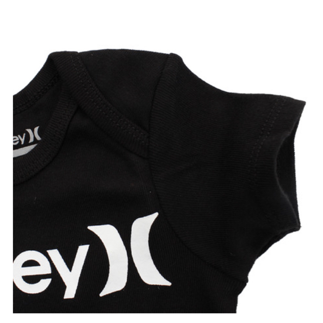 Hurley(ハーレー)の【新品】 Hurley ロンパース 帽子 靴下 3点セット (70サイズ)BK キッズ/ベビー/マタニティのベビー服(~85cm)(ロンパース)の商品写真