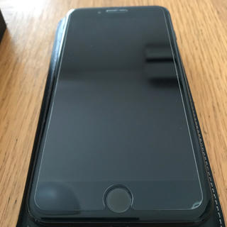 アップル(Apple)のiPhone7プラスジェットブラック128GB(スマートフォン本体)
