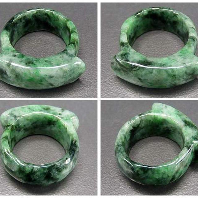 ひすい指輪濃い目緑入り一点物ジェダイト天然石リング約24号石街U0157 レディースのアクセサリー(リング(指輪))の商品写真