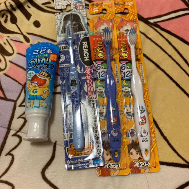 LION(ライオン)の歯ブラシ&歯磨き粉 キッズ/ベビー/マタニティの洗浄/衛生用品(歯ブラシ/歯みがき用品)の商品写真