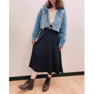 ジーユー(GU)の新品 GU サテンフレアミディスカート♡(ひざ丈スカート)