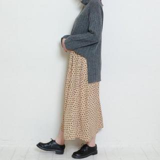 ザラ(ZARA)の【新品・タグ付き】ドット柄タックフレアマキシスカート(ロングスカート)