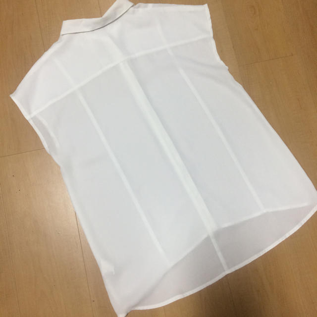 GU(ジーユー)のGU ブラウス M レディースのトップス(シャツ/ブラウス(半袖/袖なし))の商品写真