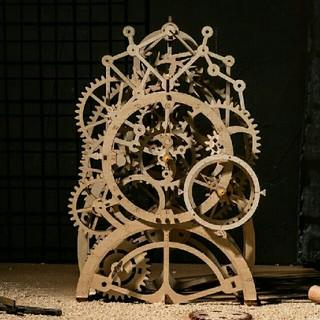 機械時計ファンに 究極のホビー 手作り木製機械式時計キット(腕時計(アナログ))