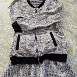 前ファスナーの洋服と短パンのセットコーデ(セット/コーデ)