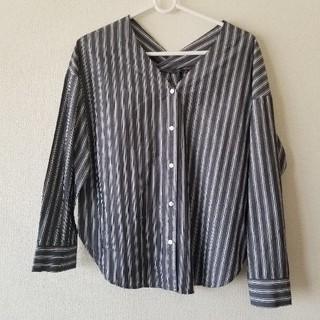 ジーユー(GU)の【GU】グレー ストライプシャツ(シャツ/ブラウス(長袖/七分))