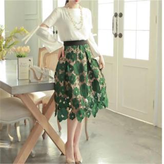 カワイイ(cawaii)のセール!ミディアム丈 スカート レース フレア グリーン 緑  美しい 刺繍(ロングスカート)