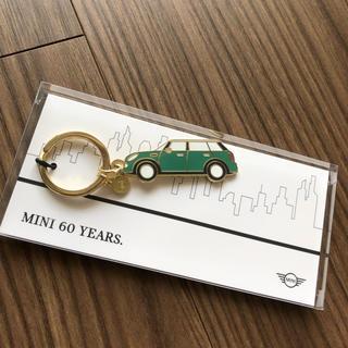 ビーエムダブリュー(BMW)の新品 非売品 MINI 60 YEARS 記念キーホルダー(ノベルティグッズ)