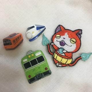 電車  ボタン   飾りボタン  2個セット  同時購入でこちら無料プレゼント(キャラクターグッズ)