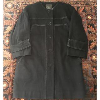 イヴォン(YVON)の衣替えセール!YVON INED ブラック ノーカラー コート(ノーカラージャケット)