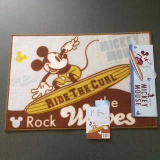 ディズニー(Disney)の【新品未使用】ディズニー サーフィン ミッキー マット(ラグ)